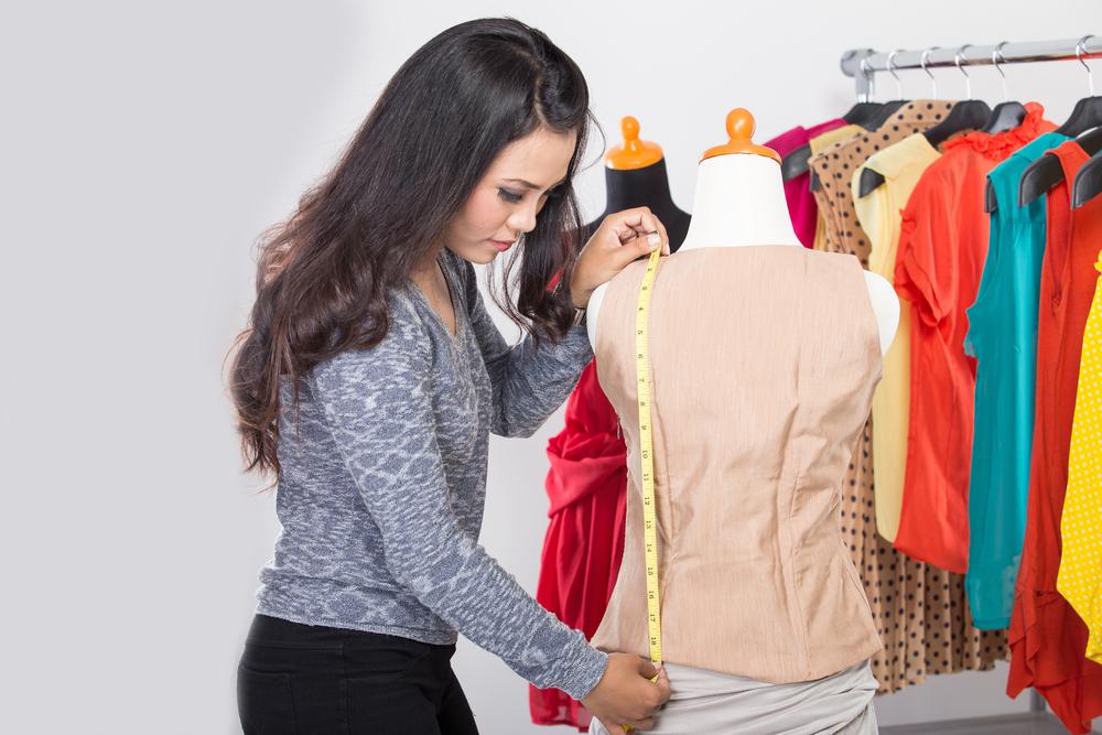 Customizar Camisetas: Como Ajustar ou Reciclar Suas Peças